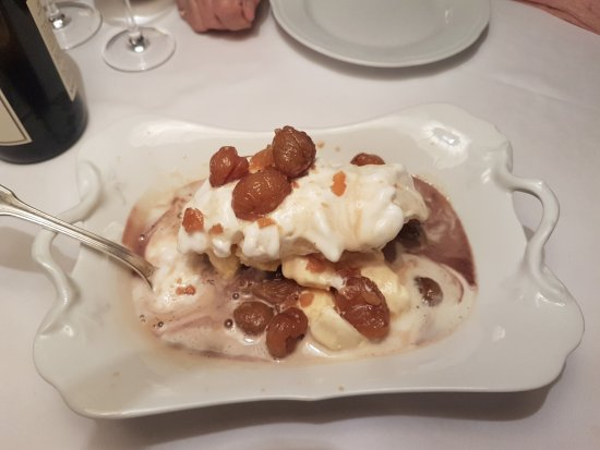 Sant'Ambrogio di Valpolicella, Italien: 3 types of handmade ice cream with chestnuts cooked in honey