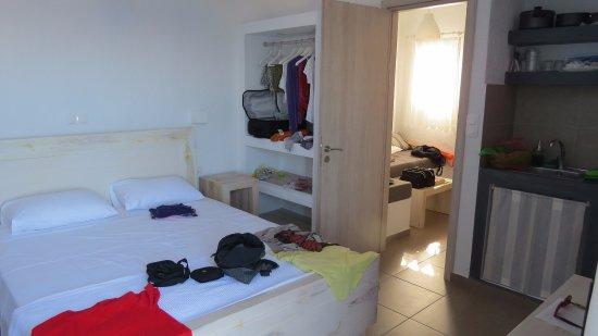 Donousa, Greece: interno della camera