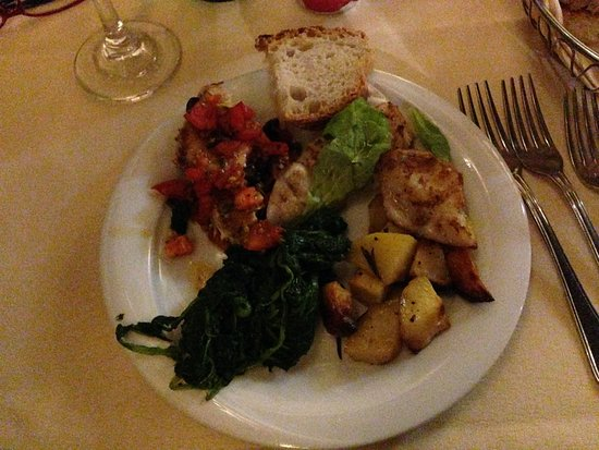 Osteria La Gensola: Grilled squid, grilled swordfish, roasted potatoes, spinach and seared scallops with tomatoes an