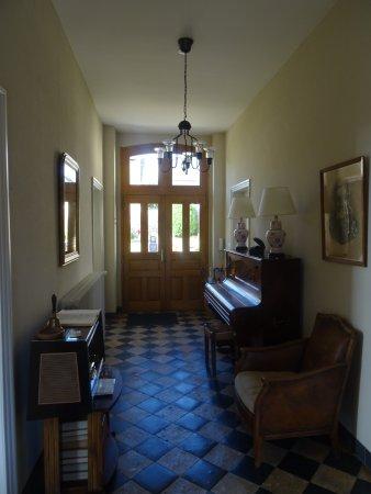 Rivière, France: Entrance hall