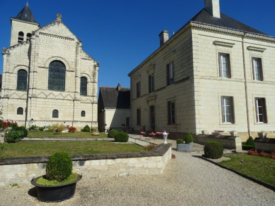 Rivière, France: Hotel and grounds