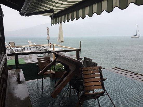 Seewalchen am Attersee, Austria: Der Bootssteg – auch bei Regen schön!
