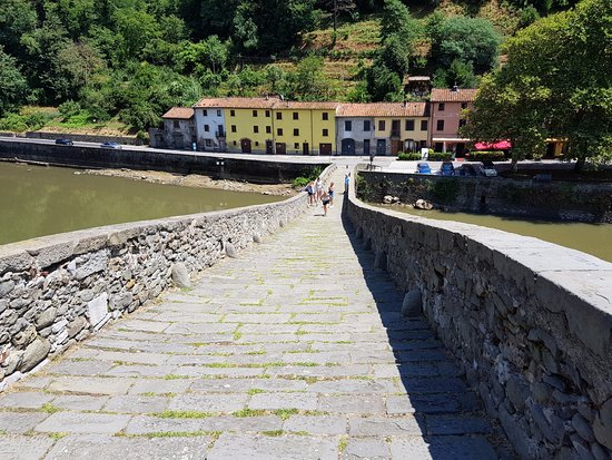 Borgo a Mozzano, Ιταλία: View back down from the top.