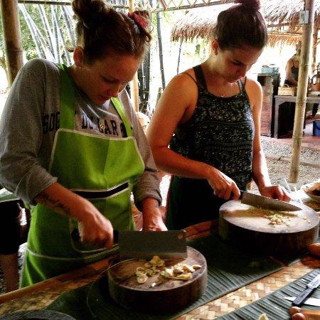 Saraphi, Thailand: chop chop chop
