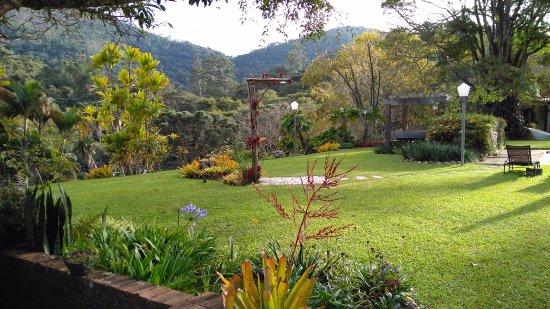 Pousada Quinta dos Passaros: gramado impecável; paisagismo nota dez