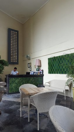 Bali Court Hotel and Apartments: service desk
