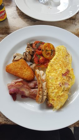 Bali Court Hotel and Apartments: American breakfast