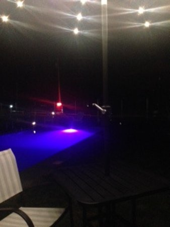 Starlight Lodge at Seven Mountains: Pool and lighted table/umbrella at night