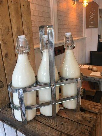 Le Chesnay, Francia: du bon lait!