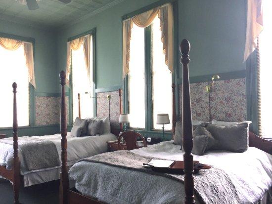 Lee, MA: La Sedgwick room