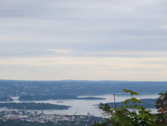 Scandic Holmenkollen Park: View on Oslo from front of hotel