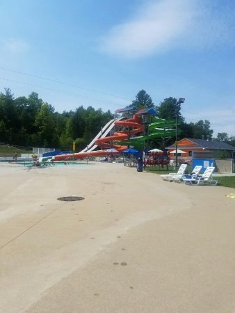 Candia, NH: Pool and Water slides