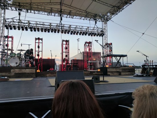 Anderson, IN: Stage