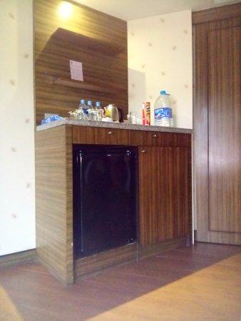 Blue Ocean Resort: Fridge and cabinet