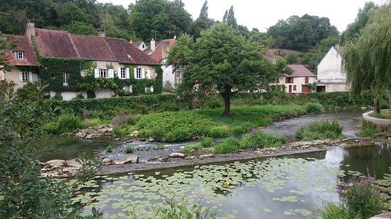 Semur-en-Auxois, Frankrike: DSC_0677_large.jpg