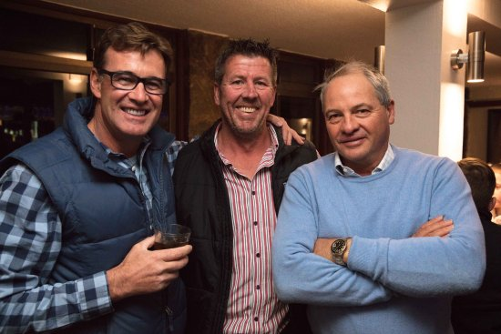 Thredbo Village, Australia: Guests enjoying the Bar & Brasserie's Atmosphere