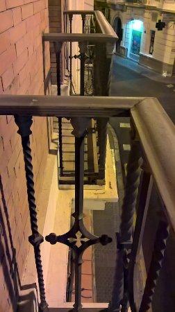 Union Campana Hostal: vista desde el balcón con vista a la calle Tarifa.