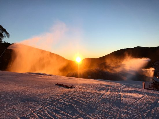 """Thredbo Village, Australia: The Mid Station Of Snowgums Chair at 6:30am The Run is Called ''Sundowner"""""""