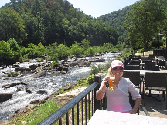 Robbinsville, NC: Lunch beside the Cheoah river