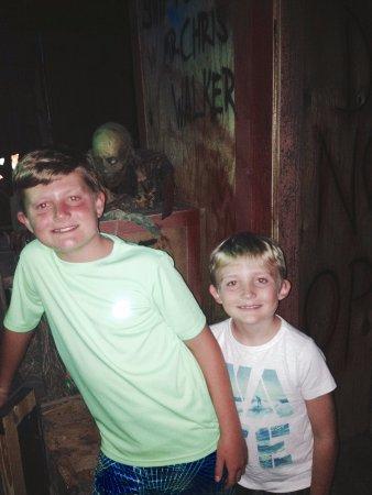 Nightmare Haunted House: Boys