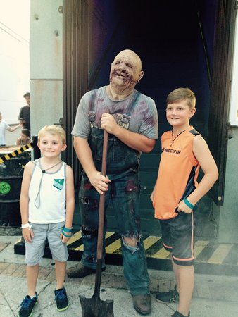 Nightmare Haunted House: Boys and Bubba
