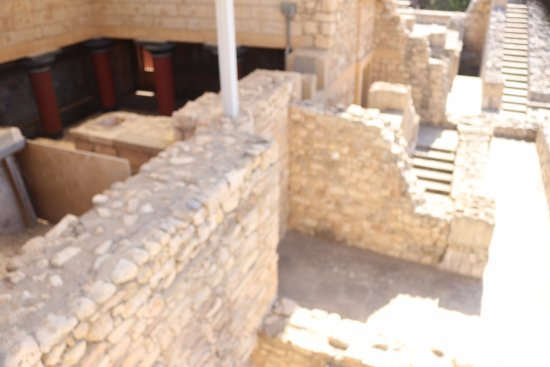 Knossos Archaeological Site: 宮殿遺跡の一部