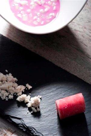 Seclin, Francia: gaspacho de choux rouge, glace moutarde. Auberge du forgeron