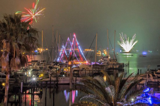 Circles Waterfront: Enjoy a colorful night.