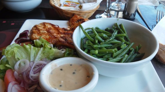 Brussels Grill: Chicken with beans