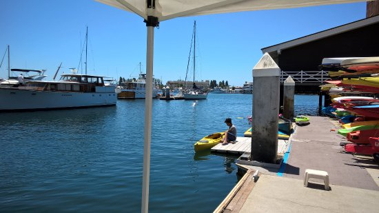 Oakland, Californien: The dock at California Canoe & Kayak