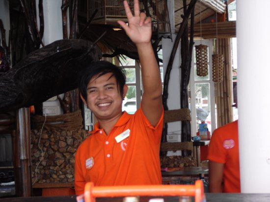 Rich Resort Beachside Hotel: htet bartender