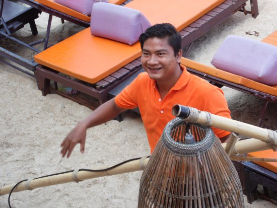 Rich Resort Beachside Hotel: nine, beach staff