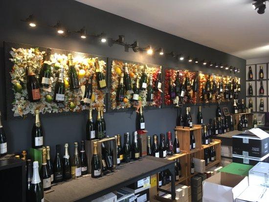 Hautvillers, France: Le coté - Vente de champagne