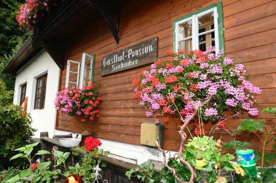 Gnesau, Österreich: Gemütlichkeit, wie auf einer Alm. Mit urigen Gästezimmern.