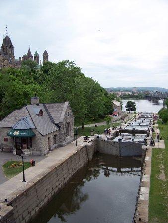 Ottawa, Canada: Locks from bridge above