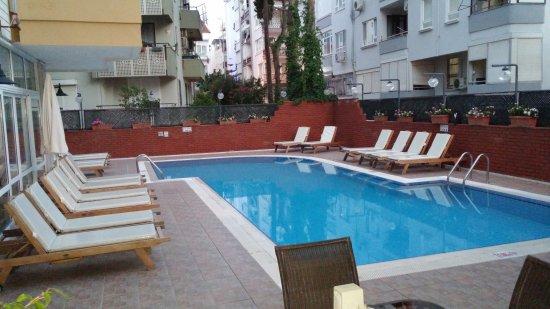 Ada Apart Hotel: Yüzme havuzu