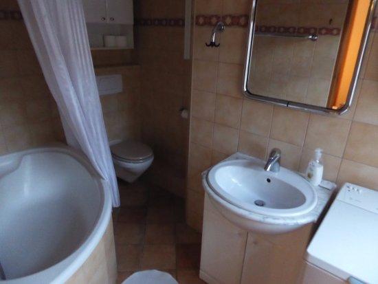 Academus Pub U0026 Guest House: Bad Mit Waschmaschine, ...