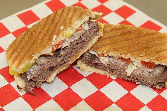 Aurora, NE : Roast beef panini
