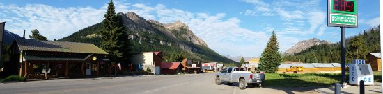 "Soda Butte Lodge : Hotel on the ""Main Street"""
