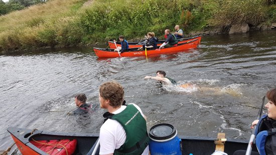Stockport, UK: Two of the guys even jumped in for a swim at the end!!