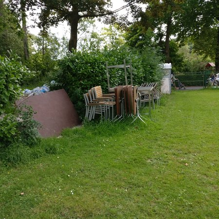 Woluwe-St-Pierre, Belgium: Even garbage along the course.