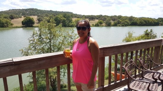 Inn of the Hills Hotel & Conference Center : Enjoying the Kerrville area and view of the lake.