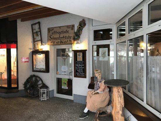 Zwiesel, Germany: Gemütliches Restaurant auch mit Außenbereich.