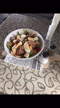 Beach bar Rivica: fresh tuna salad
