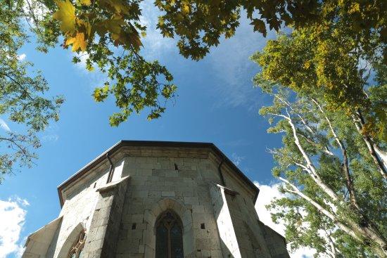 Duino Aurisina, Italien: La chiesa di San Giovanni in Tuba, risalente al 1483, edificio di culto in stile gotico.
