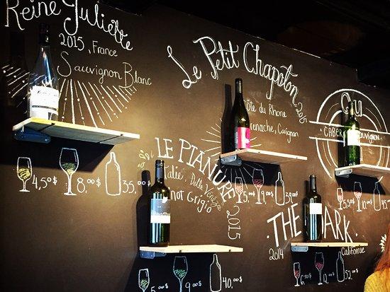 Terrebonne, Canada: Vins d'importations privées à déguster. Accord mets et vins disponible.