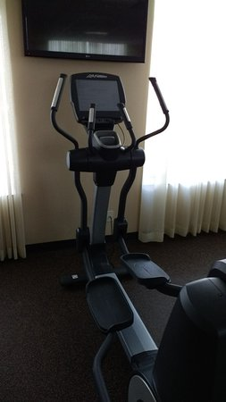 Hyatt Place LAX El Segundo: Elliptical Machine with Inoperative Touch Screen