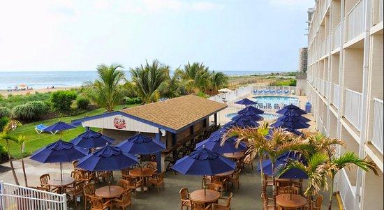 Carousel Resort Hotel & Condominiums: Tsunami Patio Bar & Grill