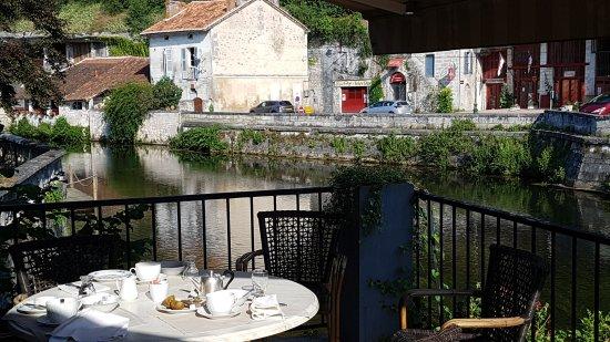 Hotel Restaurant Charbonnel: Sympa