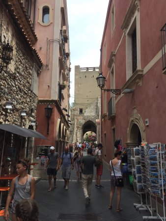 Corso umberto taormina italy top tips before you go for Corso arredatore d interni catania